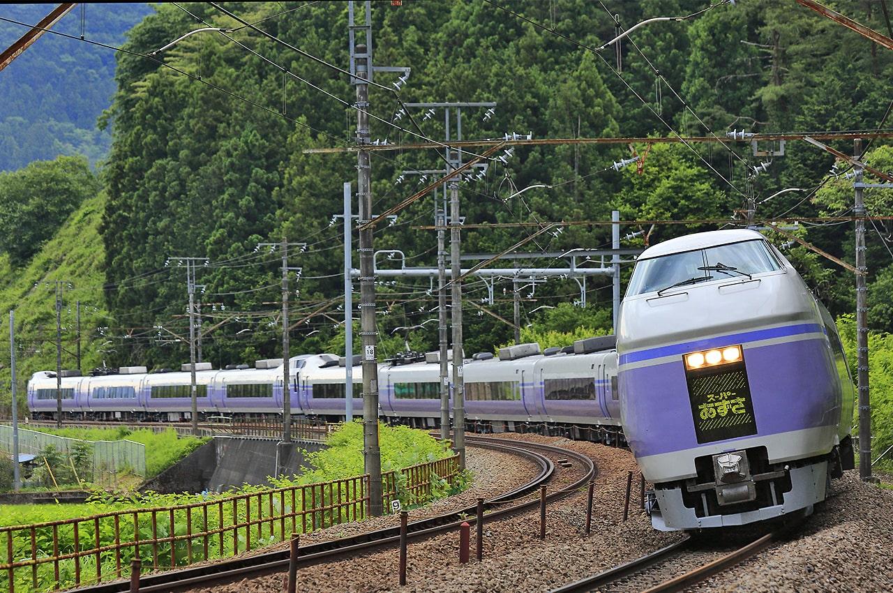 142713292717befa6c232b366435701a - JR東日本の中央線特急「スーパーあずさ」でE353系運転開始