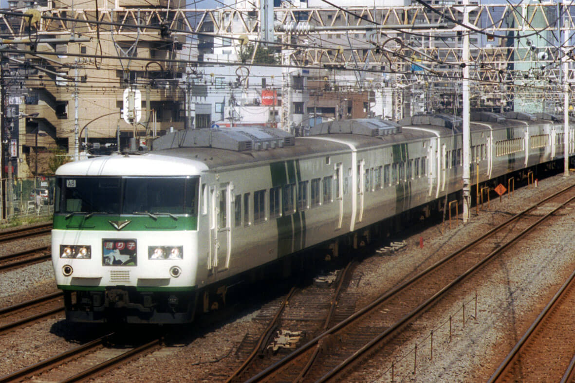 JRE EC185 - 函南駅で185系車両故障起こし立ち往生。もう限界か?