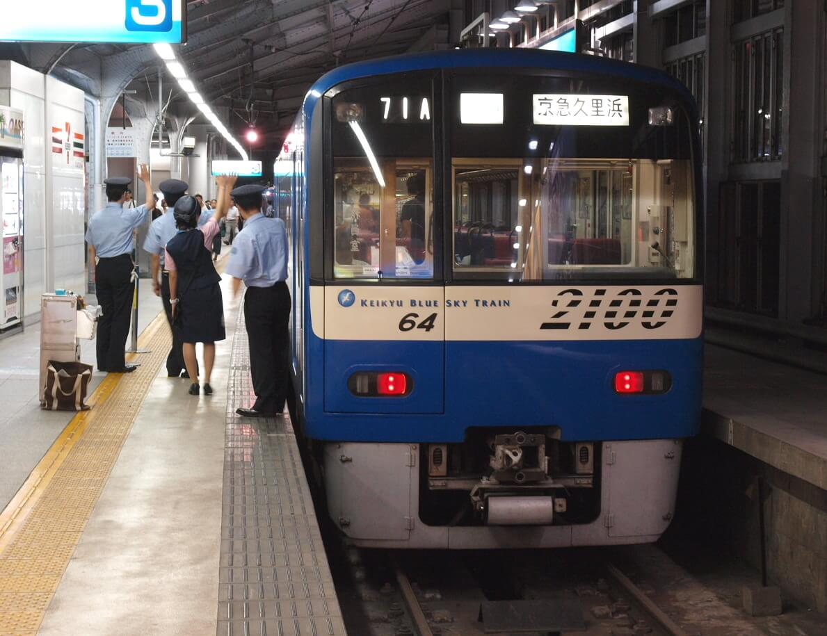 Keikyu wing by blue sky train - 電車で初日の出スポットへ行きたい人へ!関東編
